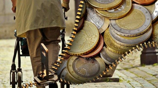 Üksi elaval pensionäril tuleb sageli rahast puudu