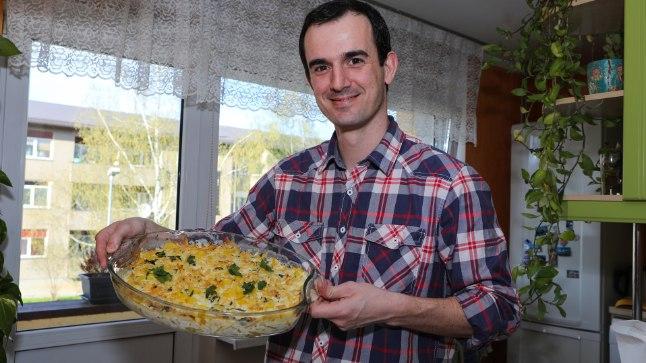 KOKKAB MEELELDI: Hugo tunnistab, et ei teinud Portugalis kunagi süüa, kuid nüüd askeldab iga nädal paar korda köögis.