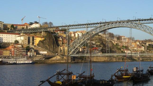 Porto sümbol: 1886. aastal ehitatud Ponte Luisi silla projekteeris Leopold Valentin, keda peetakse Gustave Eiffeli mantlipärijaks.