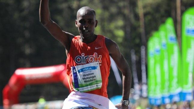 Ibrahim Mukunga võitjana finišis.