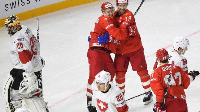 Kirill Kaprizov ja Pavel Datsjuk väravat tähistamas.