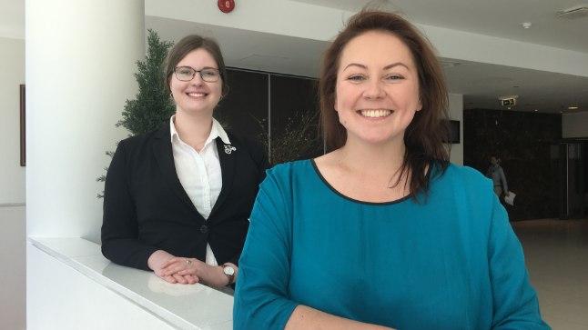 OODATA EI MAKSA: Ingrid Põldemaa (esplaanil) ja Lembe Kullamaa soovitavad haigust mitte pikalt kannatada ja otsida võimalikult vara arstidelt abi.