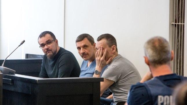 KOHTUSAALIS: Vasakult alustades istuvad süüpingis Alexey Ioshpa ja Aleksei Galotin ning kõige tagasihoidlikum on Aleksandr Jermakov.