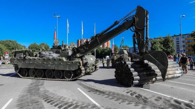 Suured masinad võivad teedele auke tekitada