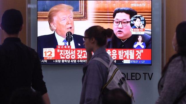 Trump ja Kim Souli rongijaama teleekraanidel