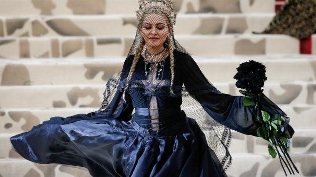 7. mail peetud Met Galal varjas Madonna nägu loor.
