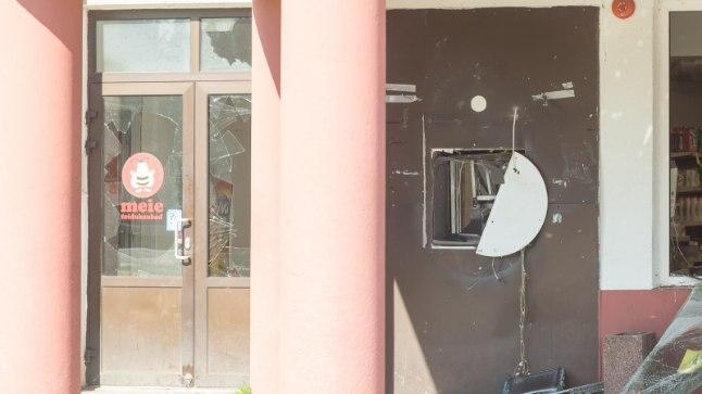 Aravetel rööviti pangaautomaat Meie kaupluses.