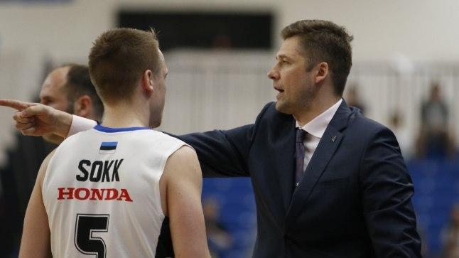 Kalevi peatreener Donaldas Kairys juhendab Sten-Timmu Sokku.