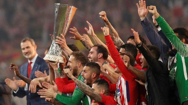 Atletico Madridi mängijad Euroopa liiga võidutrofeega.
