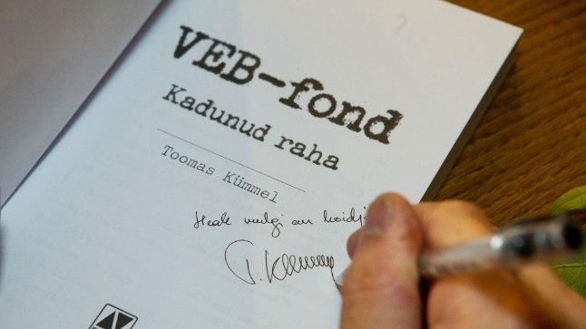 """Toomas Kümmel  kirjutas 2016. aastal VEB fondist raamatu """"VEB fond kadunud raha""""."""