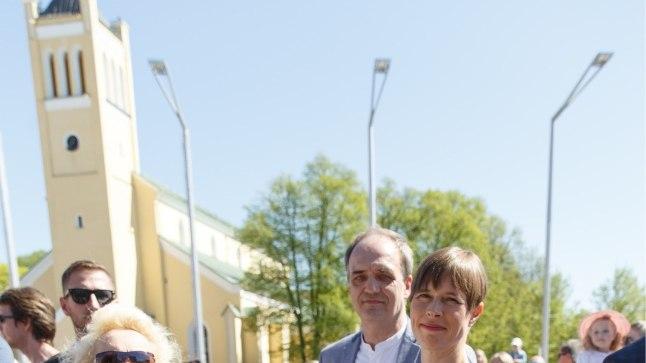 Stilist Olga Bõkova sõnul lilled presidendile ei sobi, küll aga tuhmid ja heledad värvid