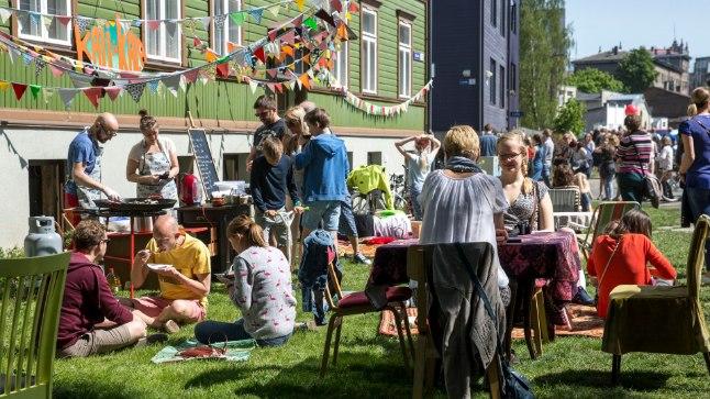 Just asumiseltside korraldatud festivalid on need, mis tekitavad kogukonnas mõnusa ühtsustunde. Meenutus 2016. aasta Kalamaja päevade hoovikohvikute ürituselt