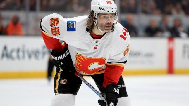 Jarmoir Jagr alustas hooaega NHLis Calgary Flamesis, kuid möllab nüüd kodumaal.