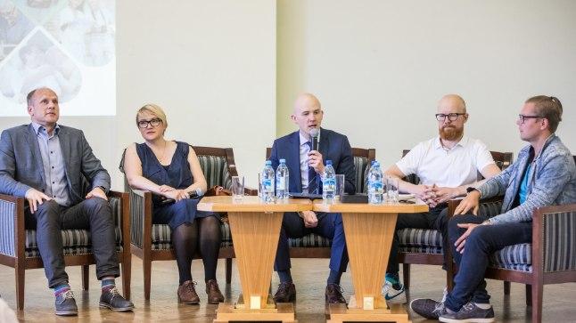 ARUTELU: Jätkusuutliku pensioni üle arutasid (vasakult) Indrek Holst, Liisi Uder, Tõnis Mölder, Tõnu Pekk ja Rain Redmeldt Uusen.