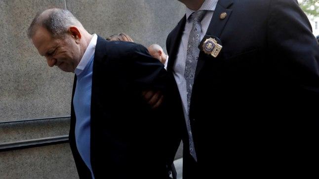 Harvey Weinstein teel kriminaalkohtusse.