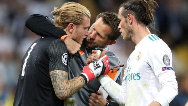 Gareth Bale (valges) Kariust lohutamas.