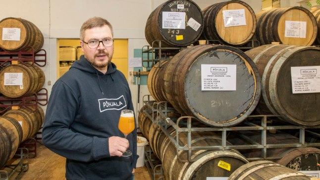 Osa Põhjala õllesid laagerdatakse tammevaatides pool aastat kuni aasta, ütleb ettevõtte tegevjuht Enn Parel. Tammevaatides õllede keskel jalutades saab aimu, millise hoolega käsitööõlled sünnivad.