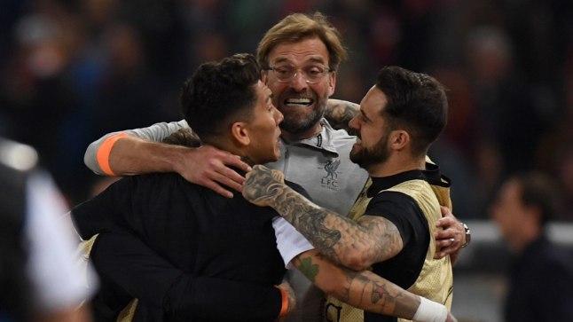 PUHAS RÕÕM: Iga Liverpooli mees teenis pärast AS Roma murdmist Jürgen Klopilt (keskel) kallistuse.