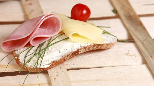 Saalomonlik või otsusekindlusetu lahendus: sink ja juust on võileival kõrvuti ja kumbki neist ei domineeri teise üle.