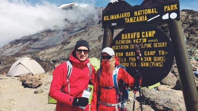LÕPP ENNE TIPPU: Kilimanjaro tipp jäi Karl-Erik Taukaril ja ta pruudil Kerlil võtmata, sest muusikut tabas 4673 meetri kõrgusel 38,1-kraadine palavik.