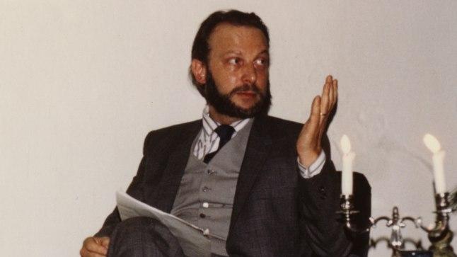 PEAMISELT LUULETAJA: 43aastane Ivar Ivask aastal 1971, selleks ajaks oli ta juba 22 aastat elanud Ameerikas.Eelkõige pidas ta end luuletajaks, kirjandusajakirja toimetamist ja auhinna väljaandmist aga kõrvaltegevusteks.
