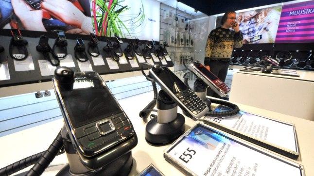 MOBIILSIDE EMT; NOKIA; TALLINN, EESTI, 18NOV09. Mobiilside tehnoloogiate esitlus; EMT keskus; SOLARIS; mobiiltelefon. th/Foto TOOMAS HUIK/POSTIMEES