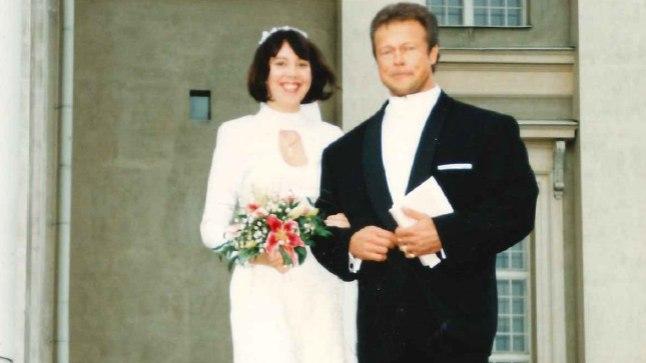 ÜHISE TEE ALGUS: Olev Annus ja Kirsi-Marja pärast laulatust Helsingi toomkiriku trepil.