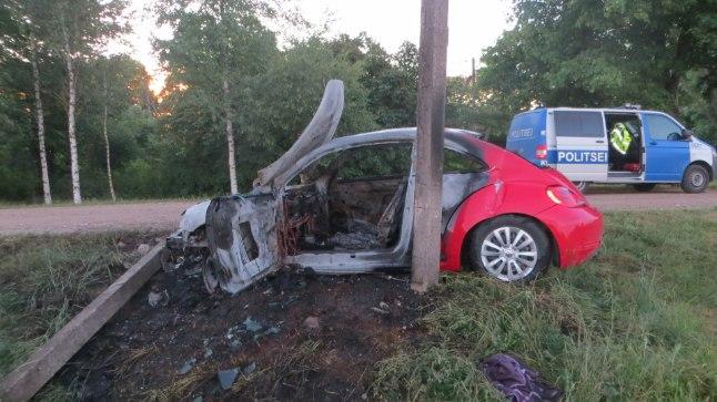 UUS AUTO: Pere oli uue kärtspunase auto soetanud alles hiljuti.