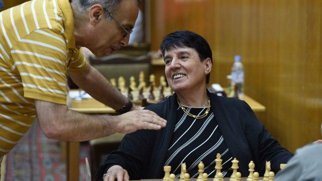 NAISMALETAJA ELU: Nona Gaphrindašvili sõnul on mehed nõus järgmist partiid meesmaletajale kasvõi kaotama, kuid naisterahvast peavad nad võitma.