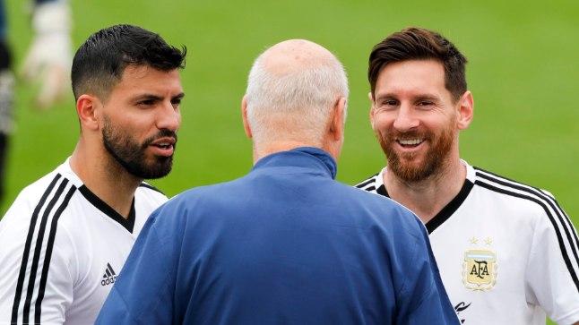 Sellel eile tehtud pildil on Lionel Messi (paremal) ja Sergio Agüero juba Venemaa Bronnitsõs asuvas laagripaigas MMiks valmistumas. Päris null protsenti polnud aga võimalus, et suur meediaarmee ummistanuks päev varem Tallinna.
