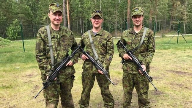 Таави Рыйвас, Ханнес Хансо и Калле Паллинг на курсах офицеров-резервистов летом 2017 года