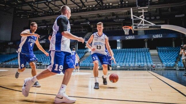 Eesti korvpallikoondise esimene saalitreening Saku suurhallis.