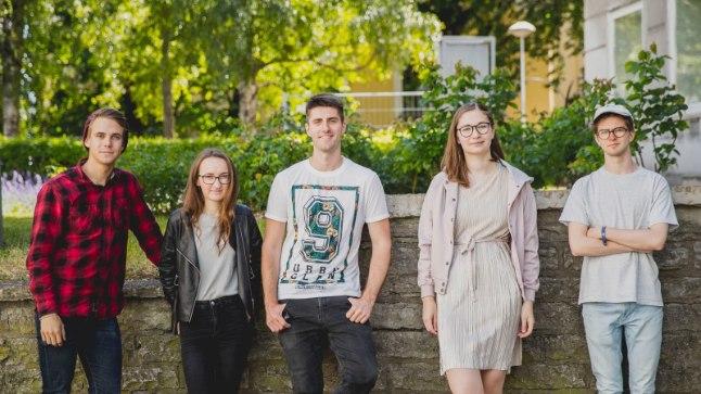 """ÕL VIDEOINTERVJUU   Noortebändi  poolfinalist ansambel PIHLAP•UUD teeb eesti keeles """"La forzat"""""""