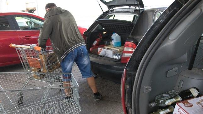 PIDU TULEMAS: Eestlased eelistavad teha jaanipäevaostud Lätis.