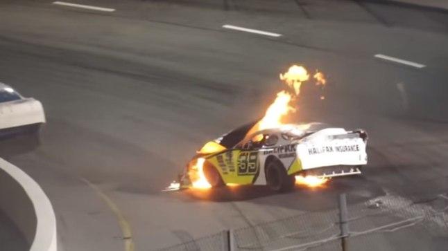 VIDEO | AASTA ISA: paps kiskus poja põlevast võidusõiduautost välja