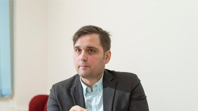 """""""Eestis on palju inimesi, kellel tekib raskusi sotsiaalsete õigustega,"""" leiab Eesti Inimõiguste Keskuse juhataja Kari Käsper."""