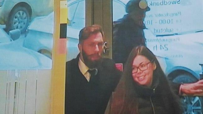 LIMIIT LAKKE: Oleksandr Koltsov ja õigusbüroo töötaja Svetlana sisenevad 22. detsembril 2016 Swedbanki kontorisse, et konto päevalimiit 100 000 euro peale tõsta.