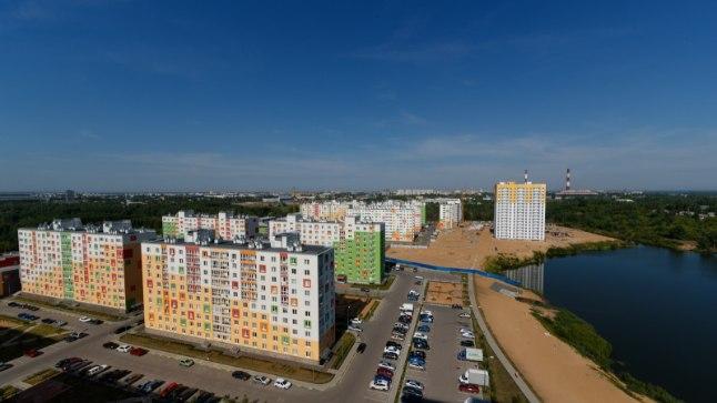 Vaade koduaknast, magalarajooni 16. korruselt. Volga ja Okaa jõe soppe leiab Nižni Nogorodist palju ning liivarannakesed on pigem populaarsed.