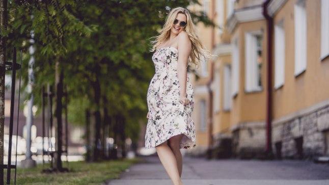 KRITISEERIJATEST EI HOOLI: Ilmatüdruk ja Miss Estonia 2011 Madli Vilsar tunnistab häbenemata, et on 15 kilogrammi juurde võtnud. Kuigi paljudel on selle kohta nii mõndagi öelda, sõnab Madli, et kaalutõus ei mõjuta ju kuidagi seda, kui hästi ta oma tööd teeb.