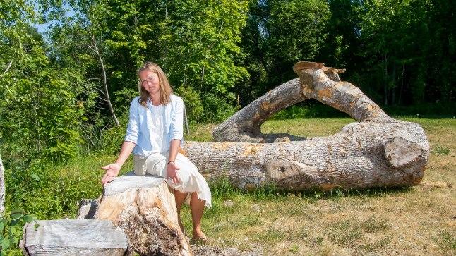 LEMMIKPAKUL: Kui Mari on suvel ravimtaimi korjanud, istub ta sageli just sellel pakul päikese käes ja sorteerib ürte.