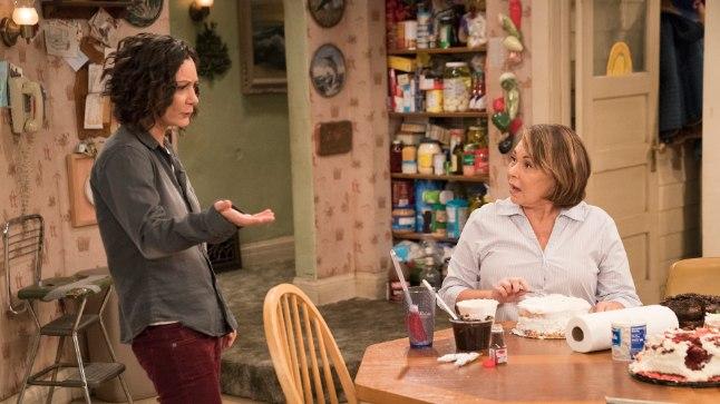 "Roseanne Barr (paremal) ja Sara Gilbert ""Roseanne'is""."