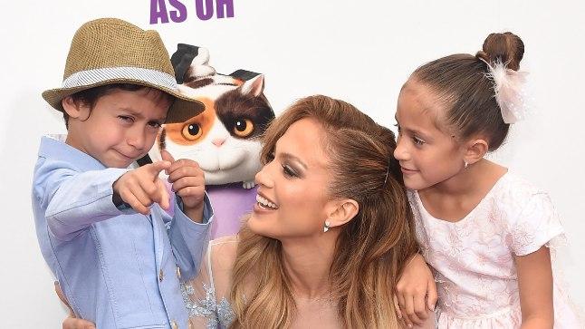 Jennifer Lopez koos kaksikute Emme ja Maxiga 2015. aastal.