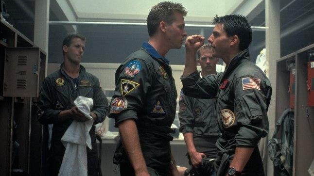 """Val Kilmer (vasakul) ja Tom Cruise 1986. aasta kassatükis """"Top Gun""""."""
