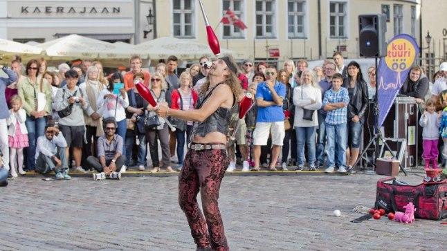 """Rahvusvaheline kaasaegse tsirkuse festival """"HOOG"""""""