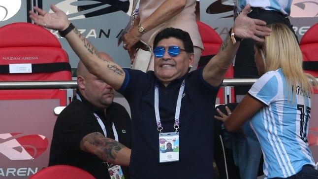 Diego Maradona laupäevast Prantsusmaa-Argentina kaheksandikfinaali jälgimas.