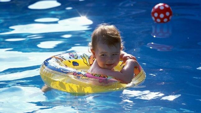 Väike laps ei saa tihti aru, kui ta satub sügavasse vette.