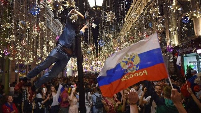 Никольская улица в Москве стала главной улицей для футбольных фанатов