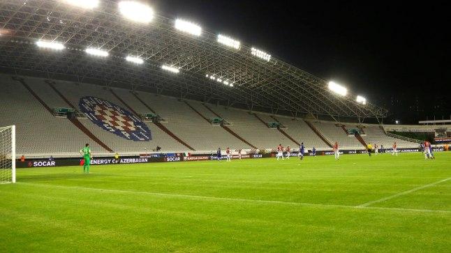 Tühi Spliti staadion. Horvaatia on pidanud ka varem koondisemänge tühjade tribüünde ees pidama, sest lisaks haakristiskandaalile on Horvaatia fännid karjunud rassistlikke loosungeid.