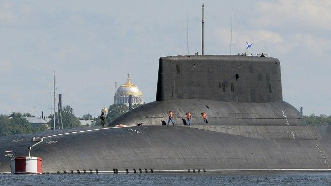 Kui mullu tõi Venemaa juulis Läänemerele maailma suurima aatomiallveelaeva Dmitri Donskoi (pildil), siis praegu on Peterburi poole teele pisut väiksem aatomiallveelaev Orjol.