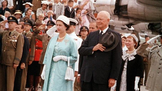 Esimene USA riigipea, kellega kuninganna Elizabeth II oma ametiajal kohtus, oli Dwight D. Eisenhower. Foto on tehtud 1959. aastal.